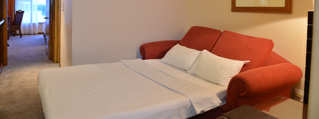 Bon hotel riviera on vaal hotel rooms on the vaal river for Hotel room with sofa bed